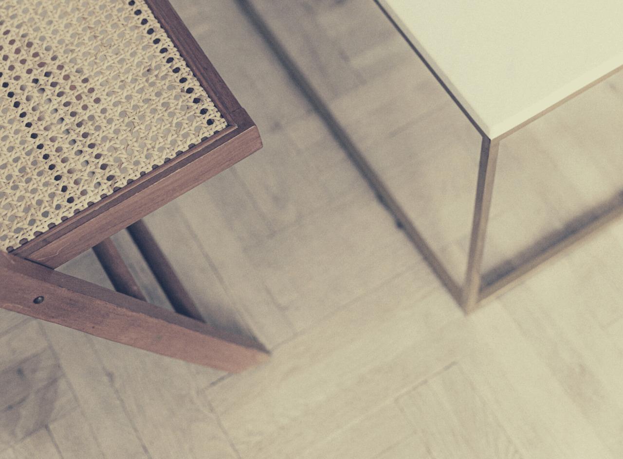 parkiet krzesło stolik